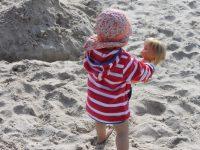 Puppenmütter am Strand