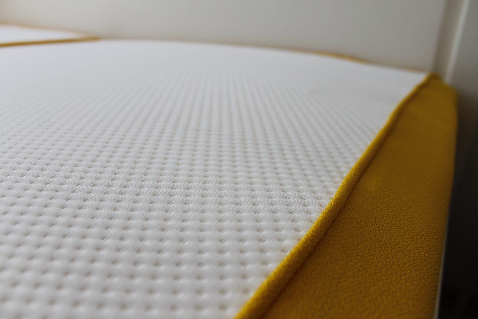 matratze 100 tage testen im bett mit der emma matratze shia 39 s welt matratzen testen und 100. Black Bedroom Furniture Sets. Home Design Ideas