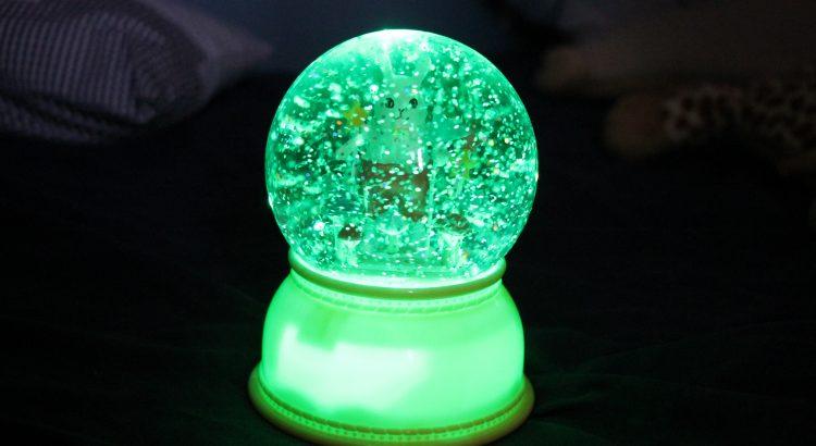 Gemütlichkeit im Kinderzimmer mit einem magischen Nachtlicht von ...