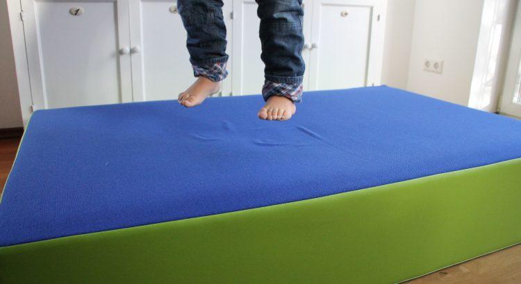 kinder brauchen bewegung das gro e h pfpolster von jako o im test lavendelblog. Black Bedroom Furniture Sets. Home Design Ideas
