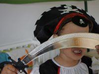 Komm, wir spielen Pirat, Indianer, Polizist, Feuerwehrmann, Ritter und Vampir