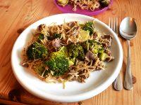 Broccoli-Rind Nudeln aus dem Wok à la Lavendelblog mit Gutschein