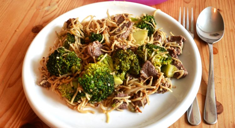 wok broccoli sesam rindfleisch