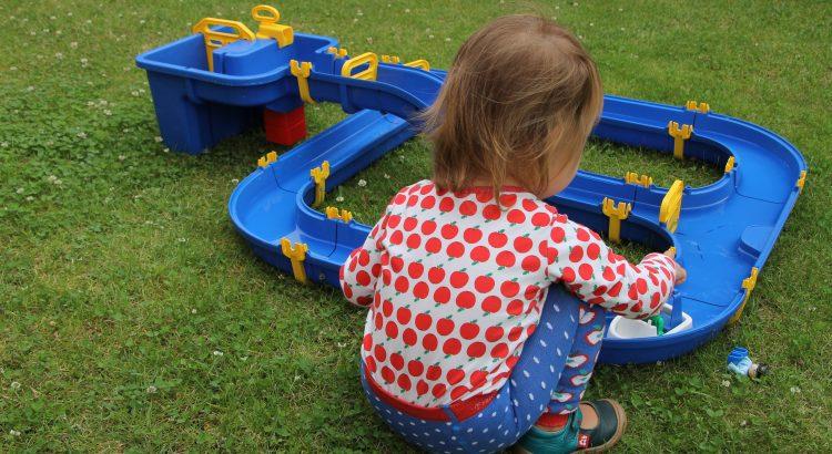 5 Ideen Für Spiele Mit Wasser Im Garten Lavendelblog