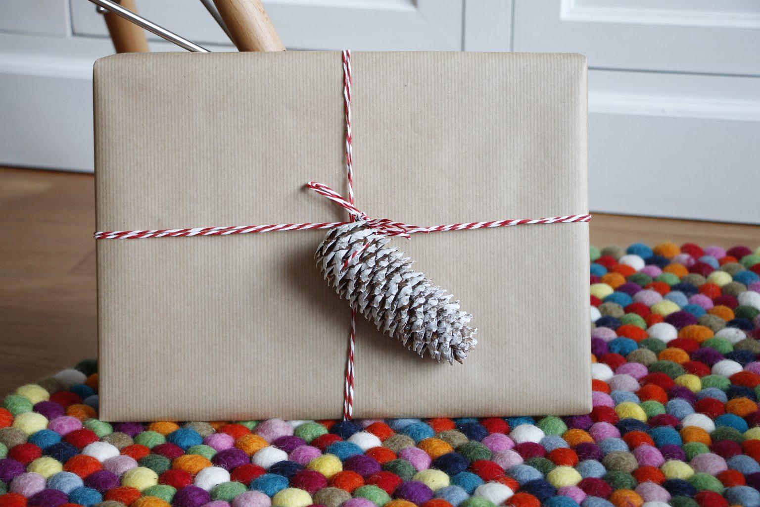 Geschenke mit Naturmaterialien verpacken