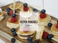 Süßes Fingerfood: Pancake-Beeren-Spieße mit unterschiedlichen Füllungen