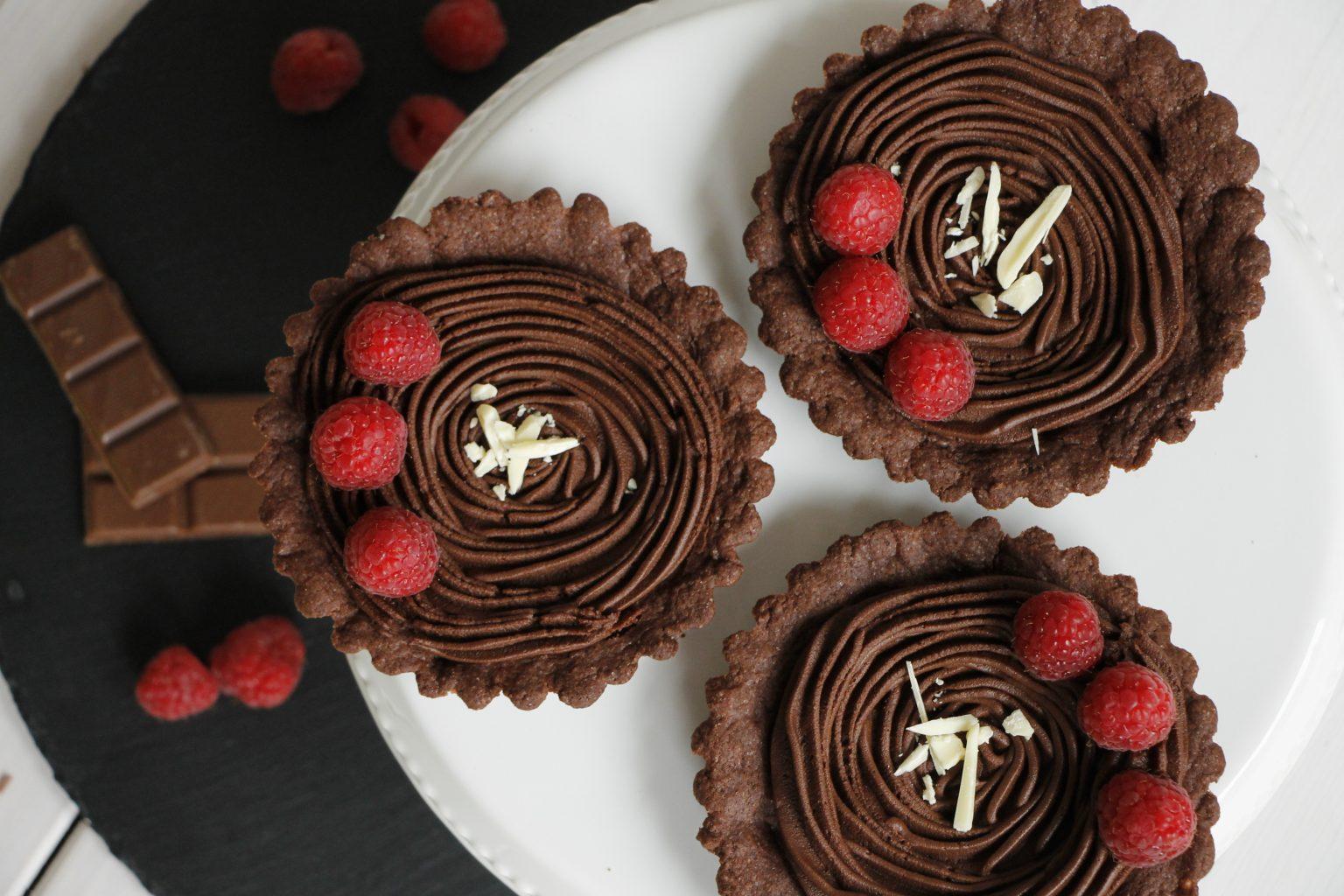 Tartelettes mit Obst und Schokolade