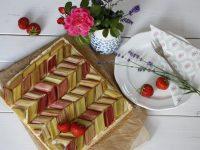 Rhabarber-Pudding-Kuchen: Rezept für glückliche Juni-Tage