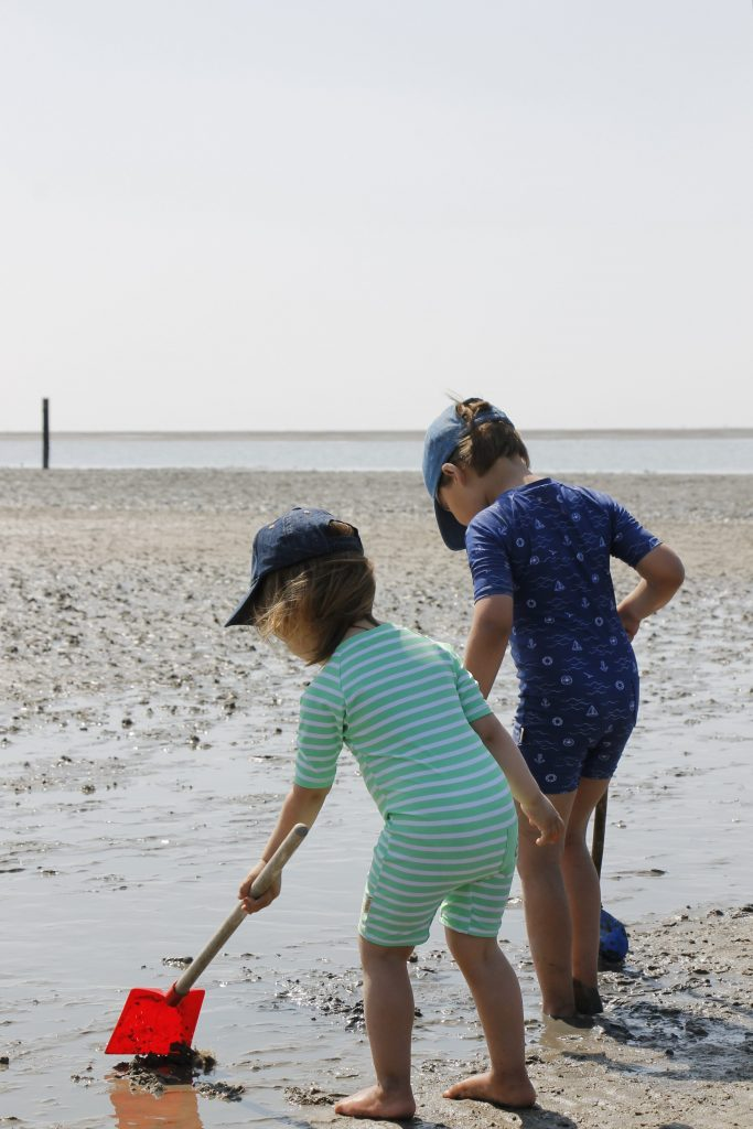 Sonnenschutz am Strand Kinder