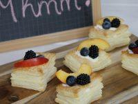 Rezept: Blätterteig-Törtchen mit Pudding und frischen Früchten