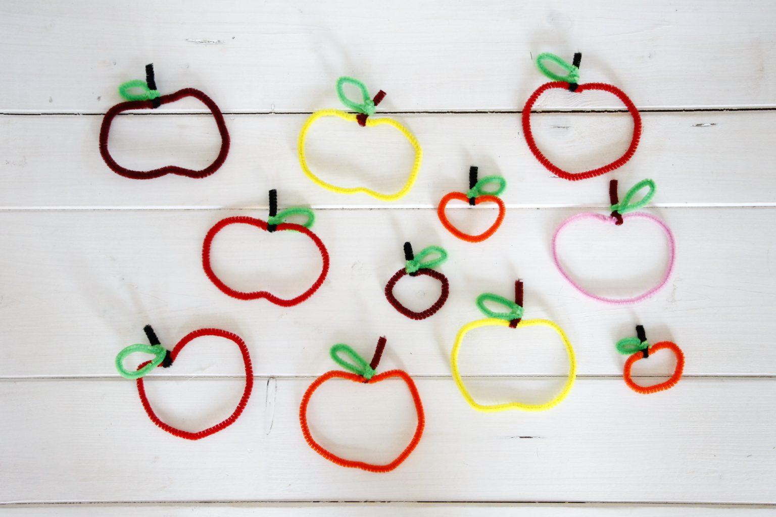 Geschenkanh nger oder herbst fensterdeko pfel aus for Bastelideen kindergarten herbst