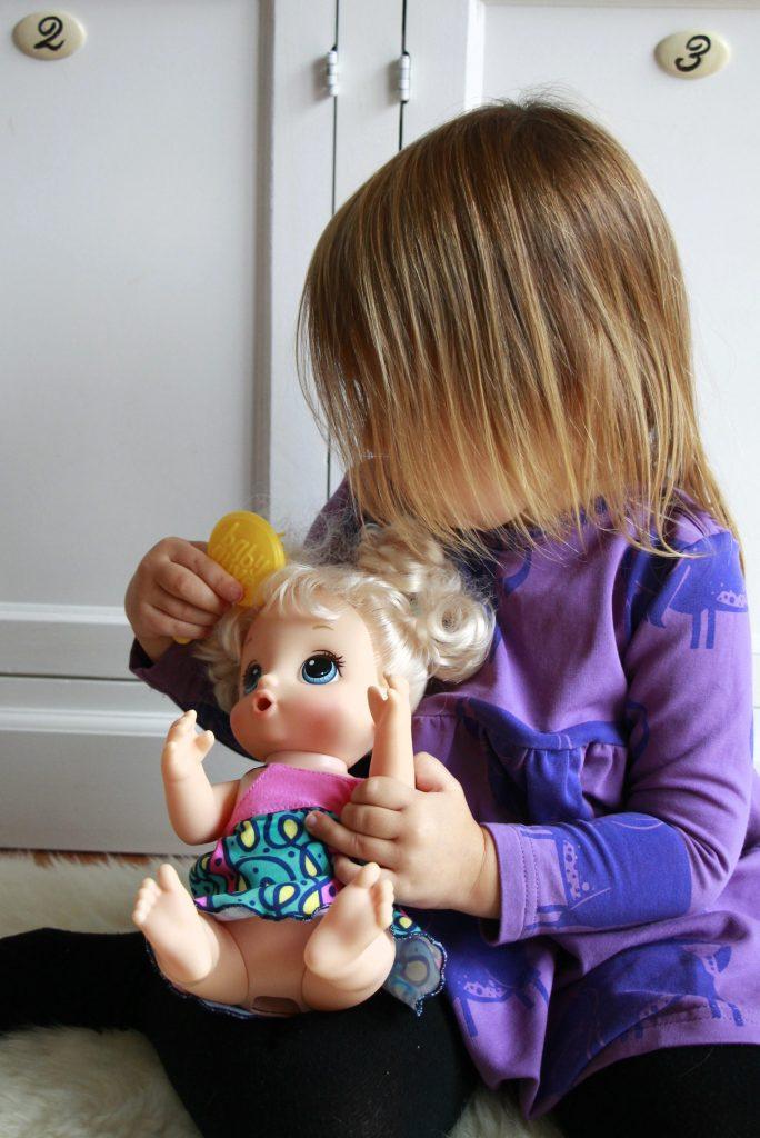 Hasbro Puppe Weihnachten