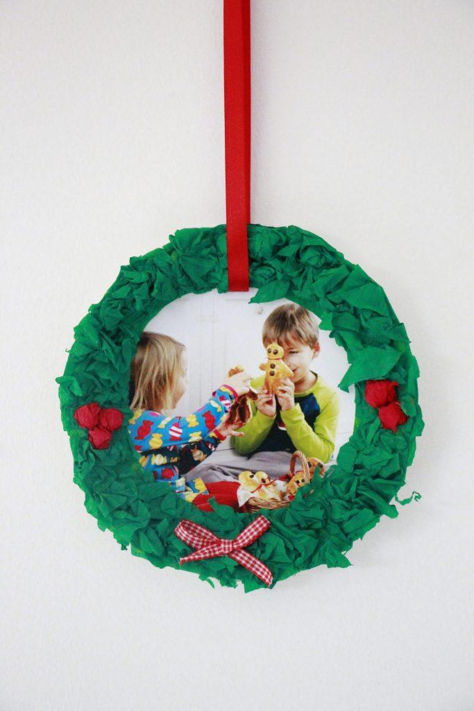 Pappteller Weihnachtskranz selber machen