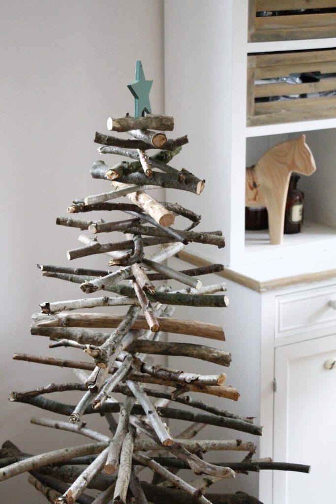 weihnachtliche diy idee weihnachtsbaum aus holz bauen lavendelblog. Black Bedroom Furniture Sets. Home Design Ideas