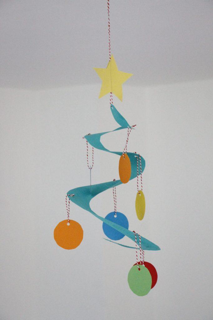 bastelidee f r weihnachten pappteller tannenbaum. Black Bedroom Furniture Sets. Home Design Ideas