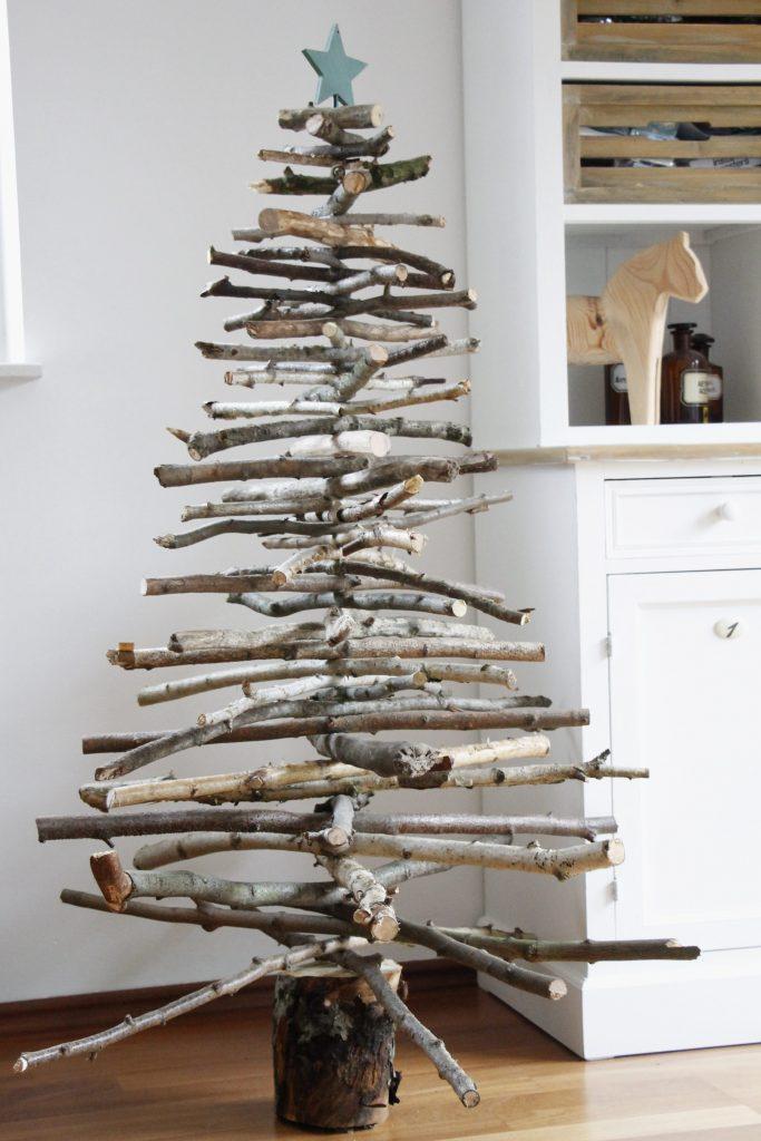 weihnachtliche diy idee weihnachtsbaum aus holz bauen. Black Bedroom Furniture Sets. Home Design Ideas