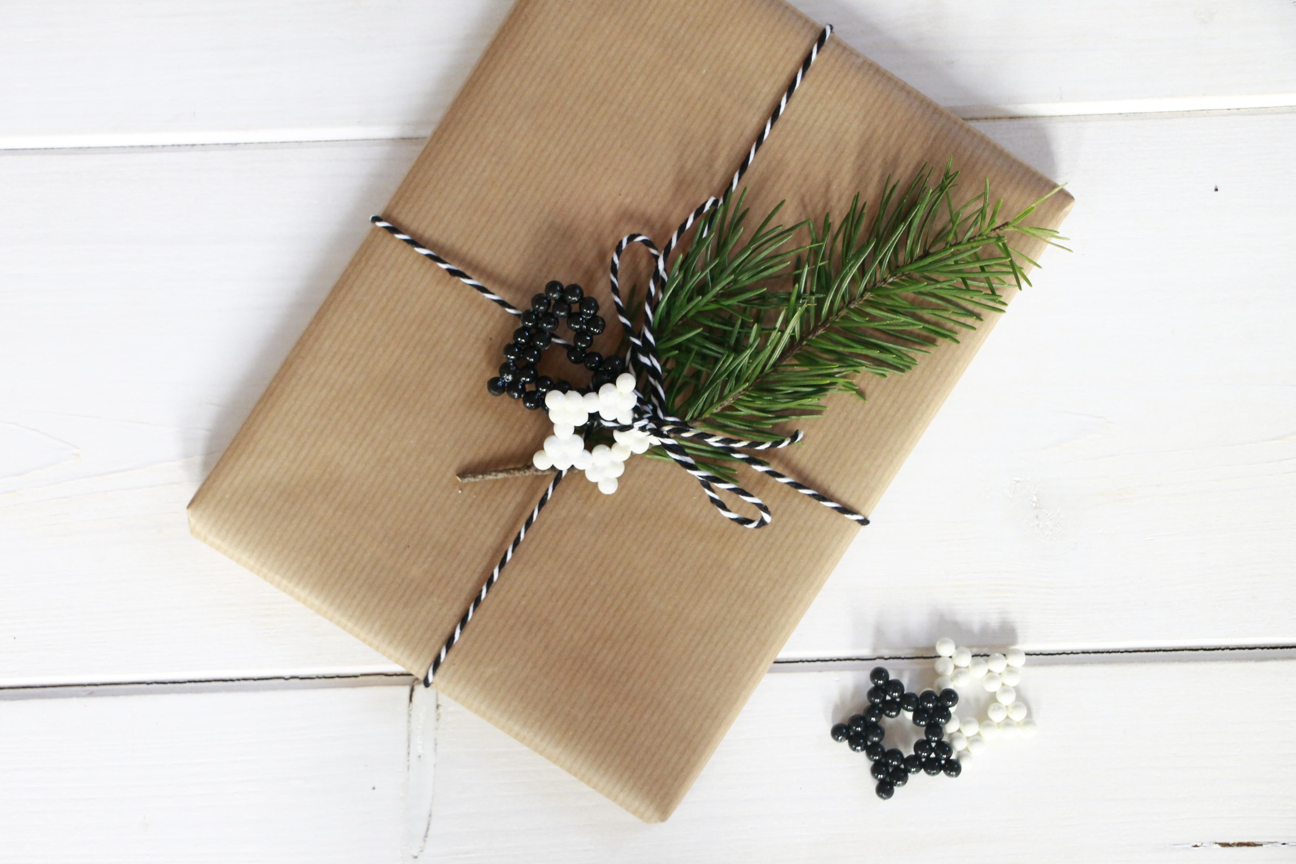 geschenke verpacken schwarz wei lavendelblog. Black Bedroom Furniture Sets. Home Design Ideas
