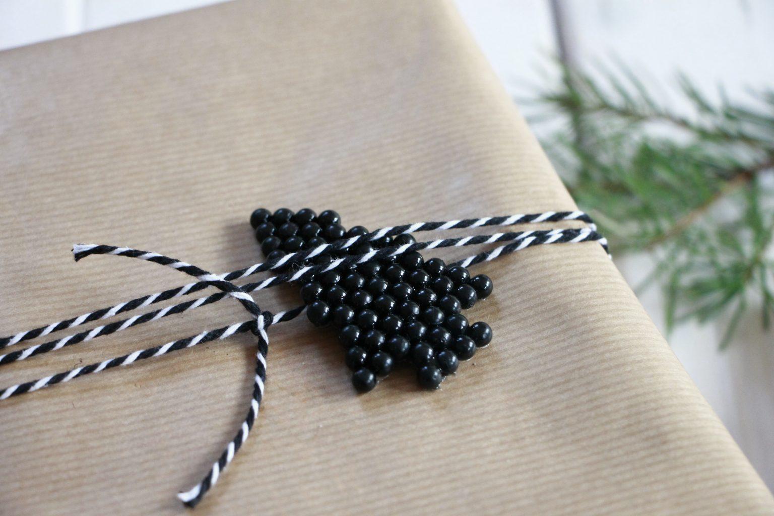 Geschenke verpacken schwarz weiß