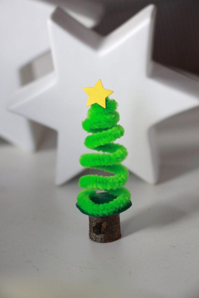 Pfeifenreiniger Weihnachtsbaum basteln