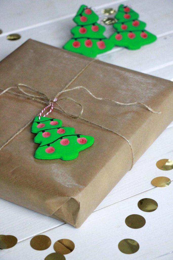 bastelidee f r weihnachten geschenkanh nger und. Black Bedroom Furniture Sets. Home Design Ideas