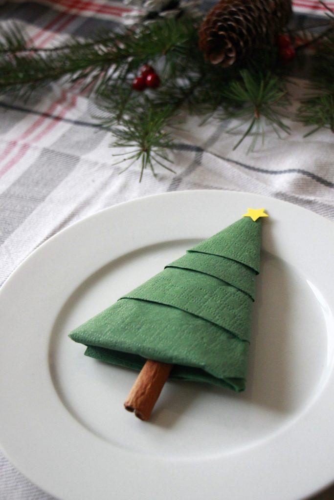Servietten falten Weihnachten Idee