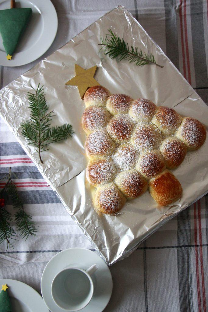 Weihnachtsbaum aus Hefeteig Rezept