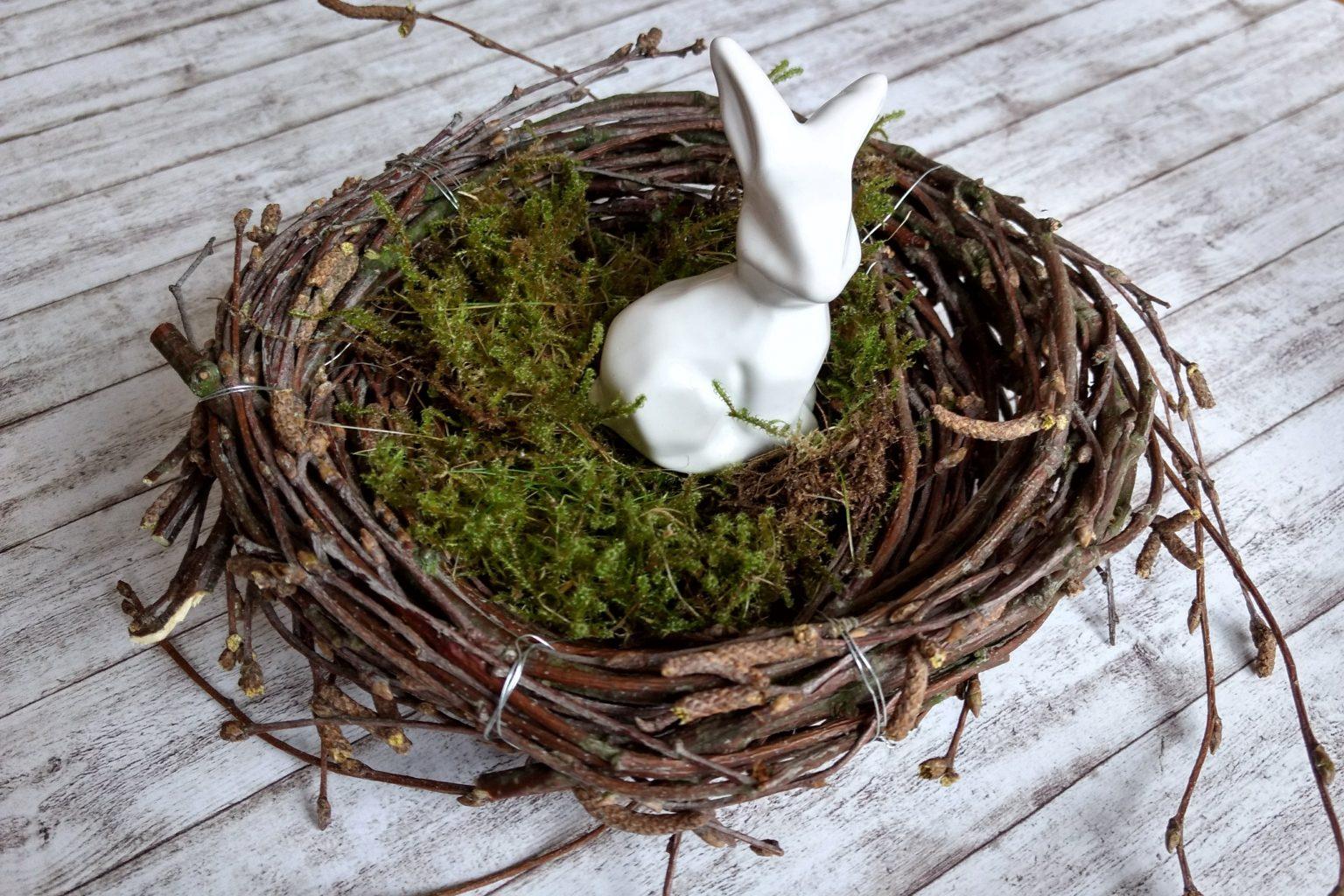 Osternest aus Ästen binden Anleitung