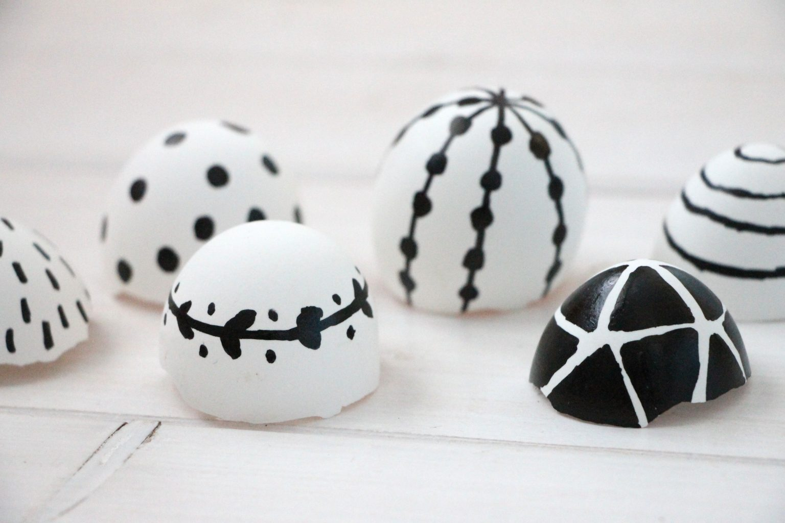 Eier schwarz-weiß bemalen Ideen