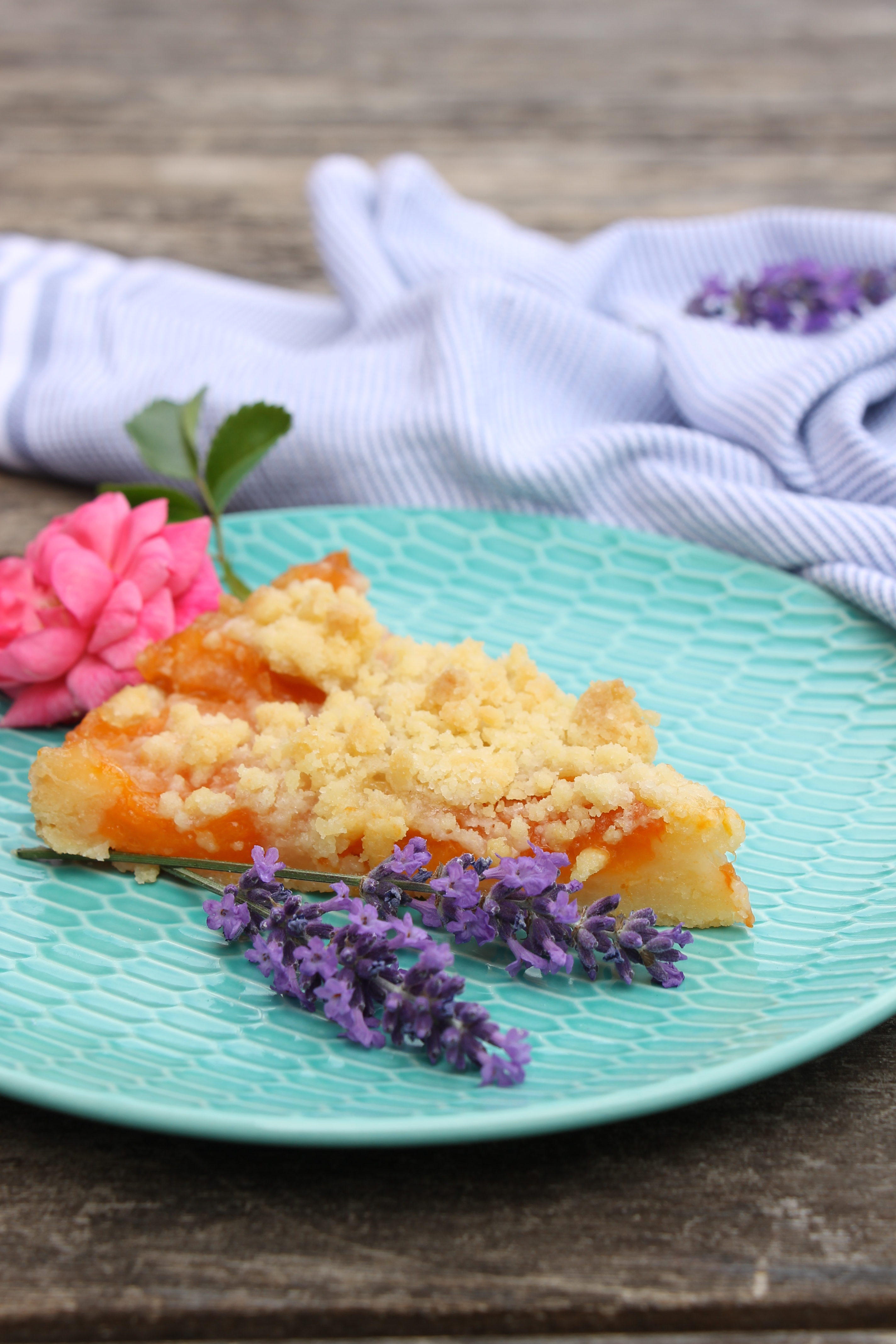 streuselkuchen mit obst rezept lavendelblog. Black Bedroom Furniture Sets. Home Design Ideas