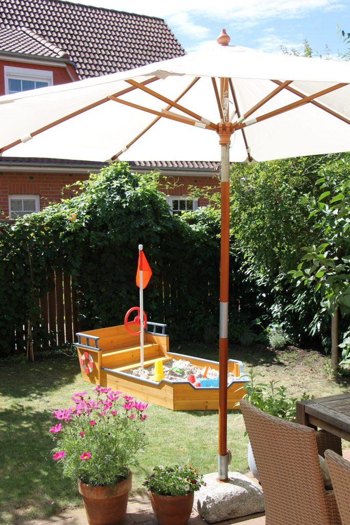 spielecke im garten f r kinder gestalten ideen must haves lavendelblog. Black Bedroom Furniture Sets. Home Design Ideas