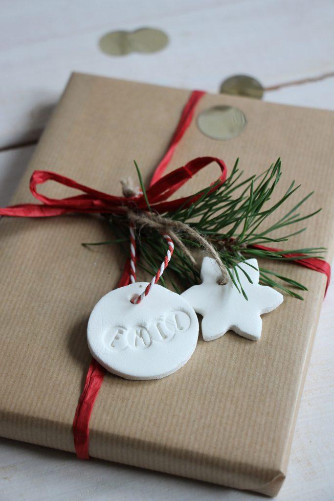 Weihnachtsgeschenke verpacken Packpapier Ideen
