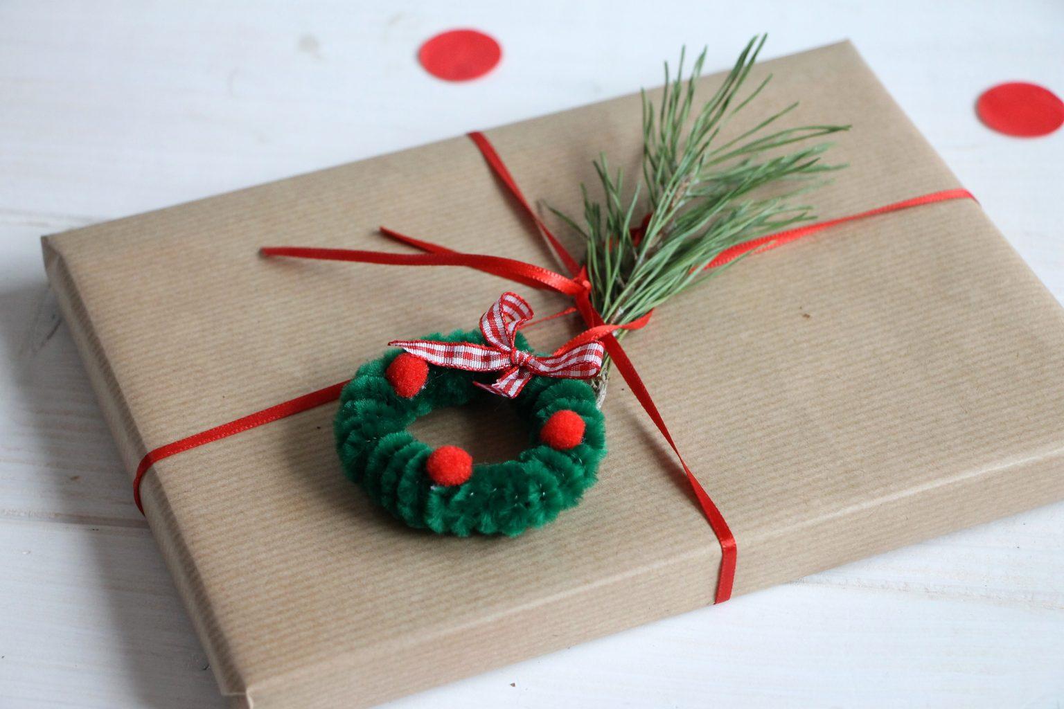 Geschenkanhänger basteln Weihnachten Weihnachtskranz