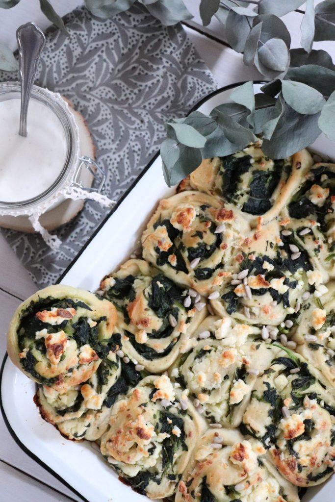 Pizzabrötchen mit Knoblauch-Dip