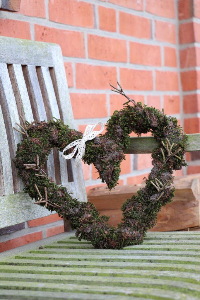 Moos Ideen Fur Den Garten Moosherz Binden Und Backform Bepflanzen
