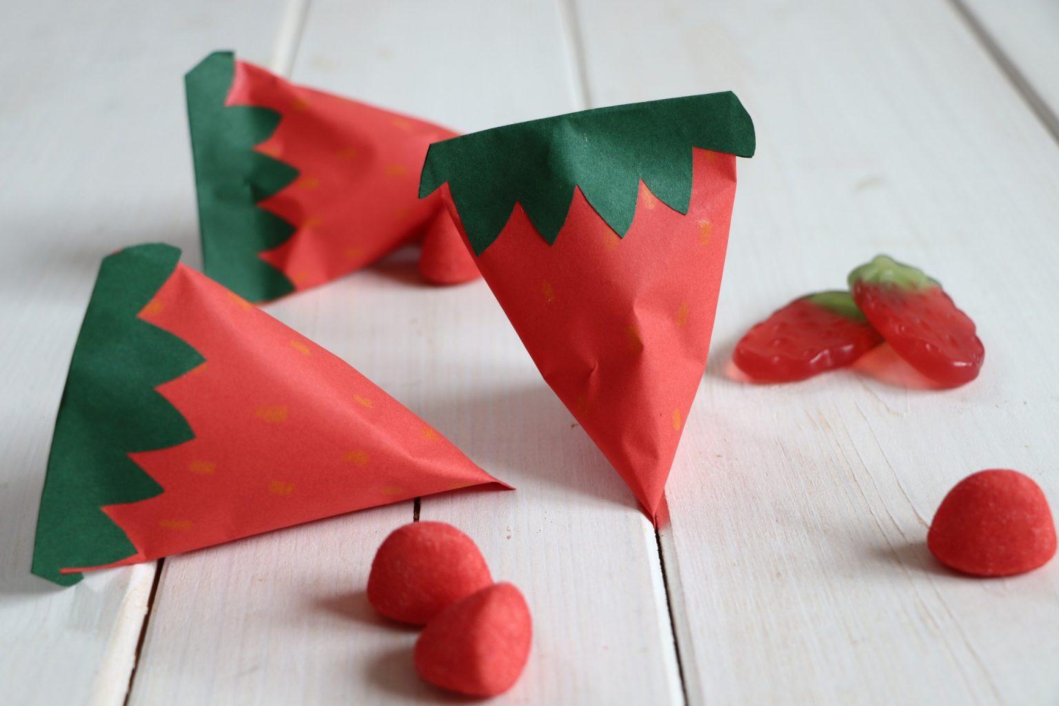 Papier Erdbeeren basteln