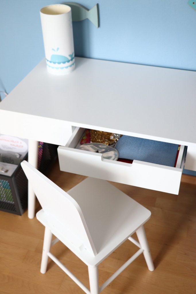 Ordnung im Kinderzimmer Schreibtisch