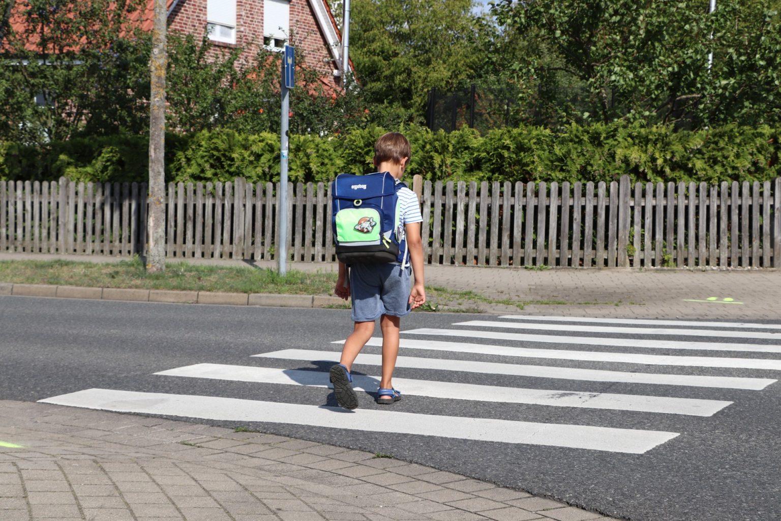 Verkehrsregeln lernen Schulkinder
