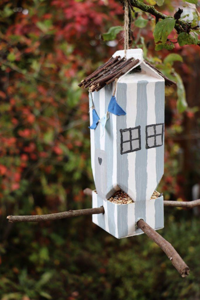 Milchtüten-Vogelhaus DIY