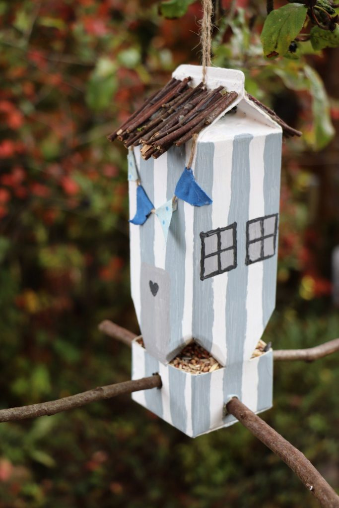 Milchtüten-Vogelhaus bauen