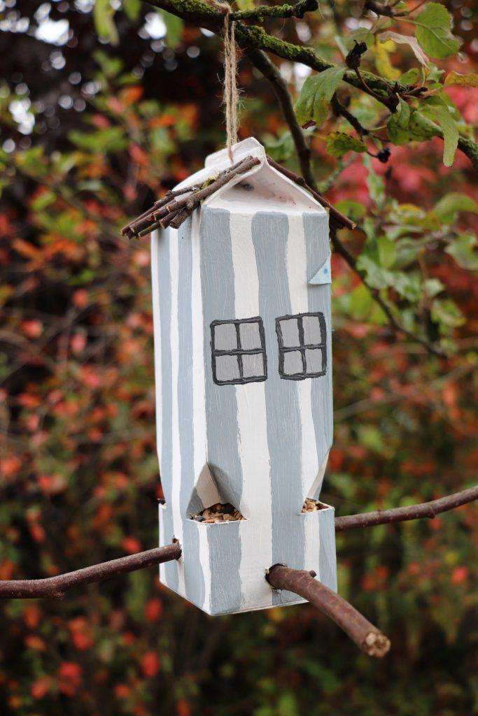 Upcycling Milchtüte Vogelhäuschen