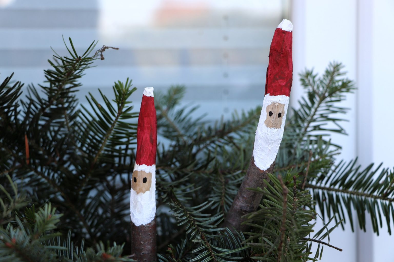 Bastelidee Weihnachten Ast Weihnachtsmänner
