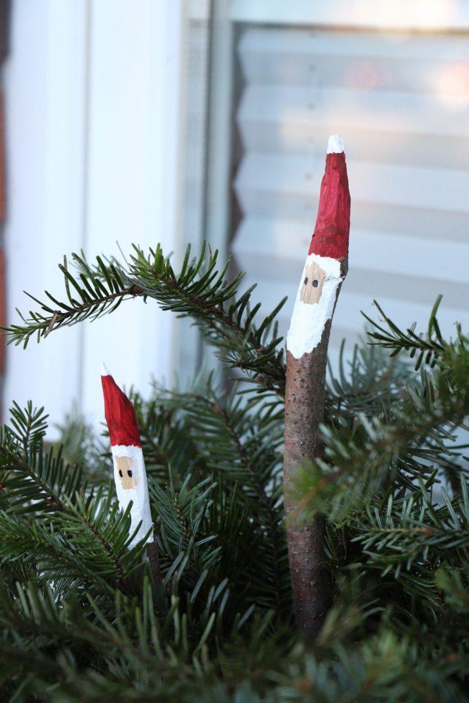 Bastelidee Weihnachten Ast-Weihnachtsmänner
