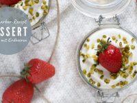 Rezept: Rhabarber-Dessert mit Erdbeeren