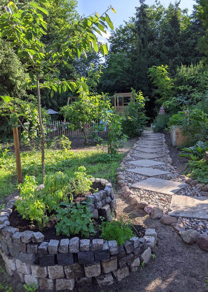 Gartenweg günstig anlegen