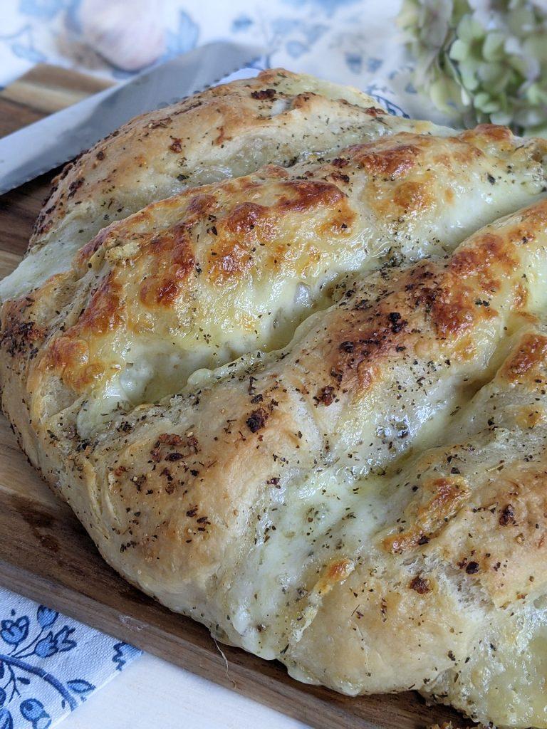 Mozzarella-Brot Rezept mit Knoblauch