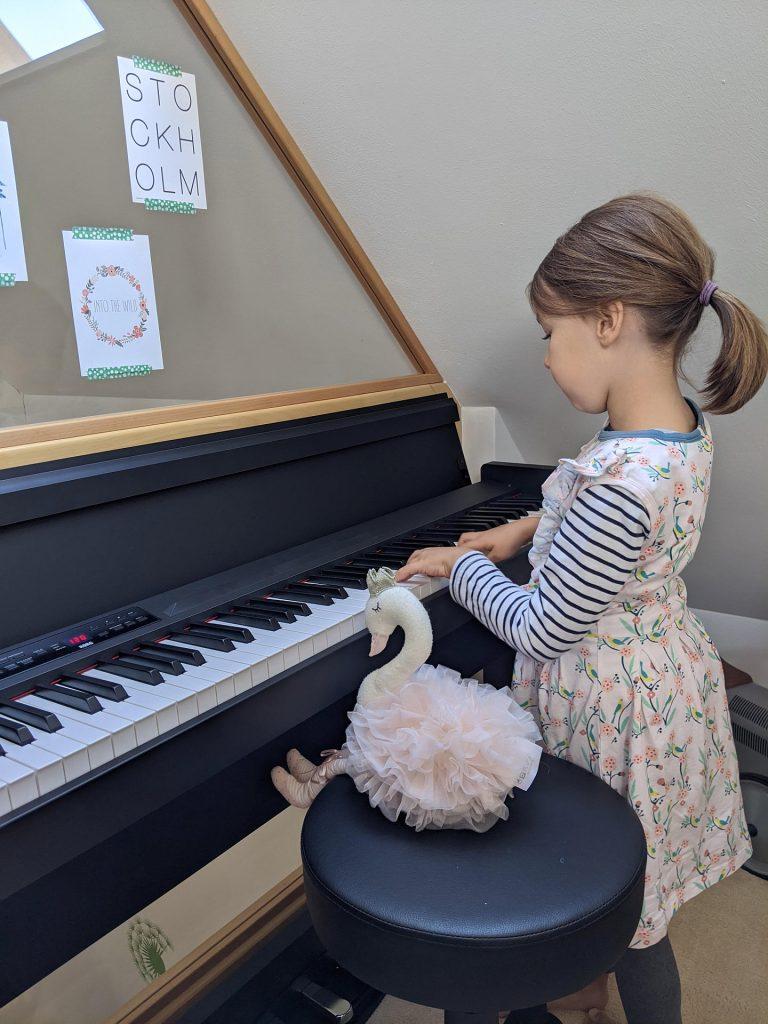 Kindern Klavier beibringen