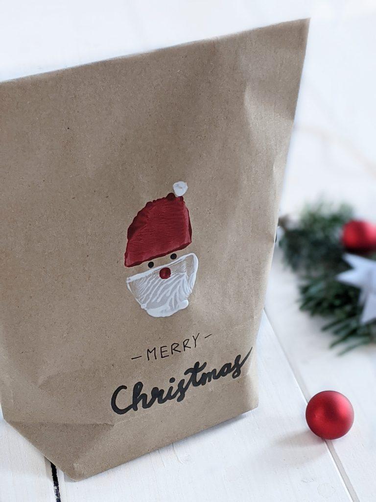 Weihnachtsmann-Kartoffeldruck Geschenktüten basteln
