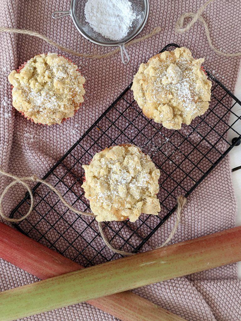 Joghurtmuffins mit Rhabarber Rezept