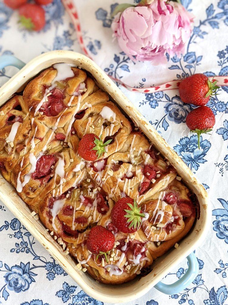 Rezept Erdbeer-Rhabarber-Schnecken saftig